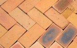 wodna cegła podłoga srodek żółta
